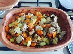 Spezzatino di maiale con carote e patate allo yogurt in Romertopf