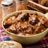 Een heerlijke Indische stoofpot. Een top-recept! Lekker als onderdeel van een rijsttafel, maar ook heel erg lekker als hoofdgerecht.