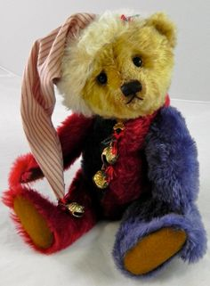 Gorgeous Sharon Barron  Christmas Teddy....I adore this bear !!