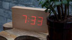 {wooden LED clock} oh so minimalist!