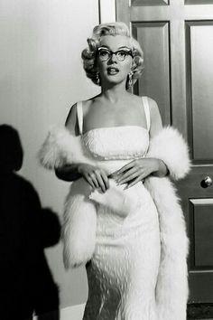 Marilyn Monroe eligant in glasses #marilynmonroe