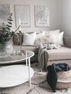 8 Dreamy cozy spaces just in time for the winter wonderland Daily Dream Decor Haare locken Living Room Decor Cozy, New Living Room, My New Room, Home Decor Bedroom, Interior Design Living Room, Living Room Designs, Bedroom Modern, Bedroom Wall, Interior Exterior
