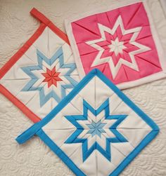 Make Pretty Pot Holders from Folded Fabric – Quilting Digest – Sewing Projects Quilting Tips, Quilting Projects, Quilting Designs, Potholder Patterns, Quilt Patterns, Sewing Patterns, Star Quilt Blocks, Star Quilts, Amish
