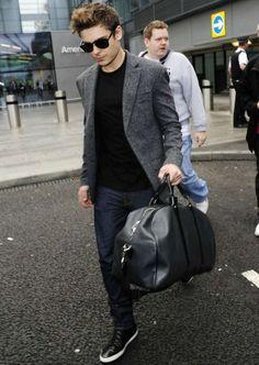 blazer and t-shirt jeans Zac Efron