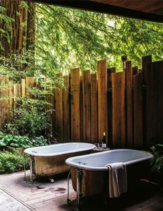 Love this fence. Would be great with reclaimed wood...not a bath person. Sunset Magazine Nov 2012