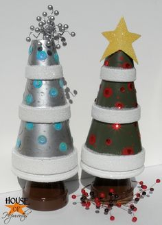 Stacked terra cotta pot Christmas trees.  Great basic idea...let your imagination run wild and create your own version.