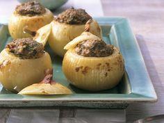 Gefüllte Zwiebeln mit Hackfleisch und Kräutern ist ein Rezept mit frischen Zutaten aus der Kategorie Zwiebelgemüse. Probieren Sie dieses und weitere Rezepte von EAT SMARTER!