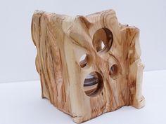 Aus rohem unbehandelten Holz gehauener Kerzenhalter, Windlicht. Der Kerzenhalter,Windlicht wurde von mir so bearbeitet, durch schleifen,sägen,bohren u