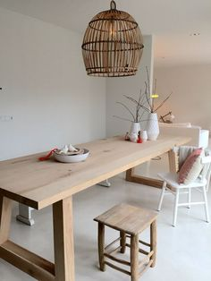 Minimal setting for a family table