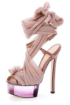 Sandalias de metaquilato de Fendi #shoes #zapatos