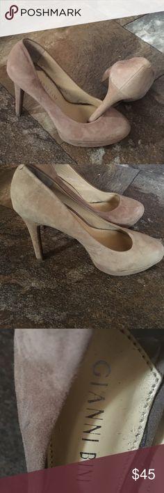 Gianni Bini suede heels Gianni Bini beautiful tan suede 4in heel, NWOT Great with formal. Prom, social outing Gianni Bini Shoes Platforms
