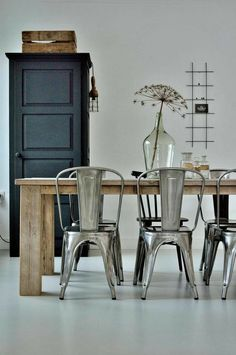 #industrialstyle #stileindistriale #industrialideas #arredamentoindustriale Industrial House, Industrial Style, Dining Chairs, Dining Room, Wishbone Chair, Decoration, Chair Design, Icon Design, Designer