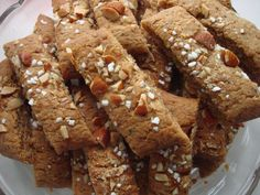 Mandel-kaffe snitter - også for børn Danish Cake, Danish Food, Christmas Recipes For Kids, Scandinavian Food, Little Cakes, Let Them Eat Cake, Cake Cookies, Chocolate Chip Cookies, Love Food