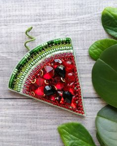Diy Bead Embroidery, Hand Embroidery, Embroidery Designs, Embroidery Stitches, Beaded Jewelry Patterns, Beaded Brooch, Brooches Handmade, Fabric Decor, Bead Art