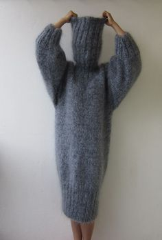 the poor person that knitted this! I remember knitting sweaters and how long they took. Mode Style, Style Me, Christmas Look, Gros Pull Mohair, Bolero, Mode Inspiration, Winter Wear, Fall Winter, Sweater Weather
