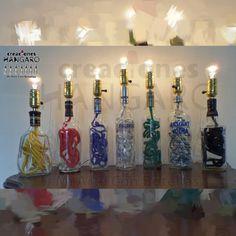 #Lampara de noche con cables de diferentes colores. www.CreacionesHangaro.com #Botellas de #Vidrio
