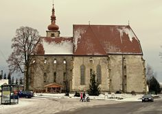 Gotický Kostol sv. Petra z Alkantary je dominantou východnej časti mesta Liptovský Mikuláš - mestskej časti Okoličné, ktoré bolo kedysi samostatnou obcou. Na brehu Váhu vyrástol v rokoch 1476 - 1492.