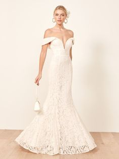db139a52 Israeli Brides Are Obsessed With These 2019 Wedding Dress Trends Falde  Brudepige Kjoler, Drømme Brudekjoler