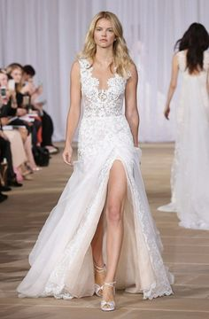 10 Perfect Wedding Gowns For A Barn Wedding