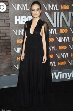 Olivia Wilde kisses Jason Sudeikis at Vinyl's NYC premiere | Daily Mail Online