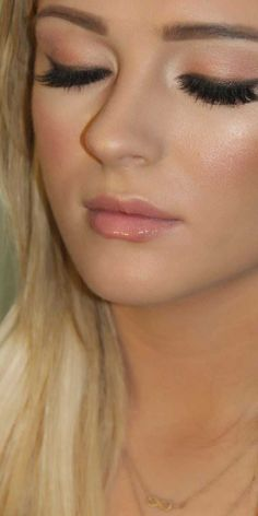 The Quick & Easy Tutorial Eye Makeup Natural Step by Step - Natural Makeup Bridal Natural Prom Makeup, Simple Eye Makeup, Blue Eye Makeup, Eye Makeup Tips, Beauty Makeup, Beauty Tips, Glamour Makeup, Pretty Makeup, Makeup Trends
