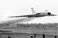 """Vintage Aircraft Vulcan low pass - """"Tom Cruise eat your heart out Military Jets, Military Aircraft, Vickers Valiant, Handley Page Victor, War Jet, V Force, Avro Vulcan, Delta Wing, Falklands War"""