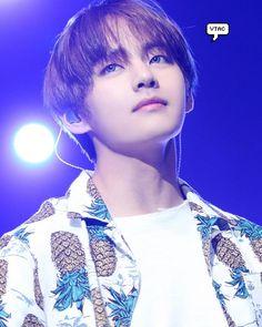 "8,691 curtidas, 30 comentários - 김태형 방탄소년단 Kim Taehyung (@kimtaehyung9) no Instagram: ""He is a actually shine beautiful star ✨♥️ Master nim finally post this pic • • •…"""
