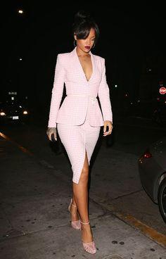 Rihanna in Altuzarra Spring 2015 Pink Gingham Skirt Suit Look Fashion, Street Fashion, Fashion Clothes, Fashion Outfits, Womens Fashion, Fashion Trends, Suit Clothing, Trendy Clothing, Fashion 2015