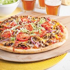 The whole family will love this original cheeseburger-style pizza! Pizza Cheeseburger, Cheeseburger Casserole, Pizza Recipes, Meat Recipes, Pizza Girl, Pizza Buns, Pizza Burger, Gorgonzola Pizza, Homemade Pizza Rolls