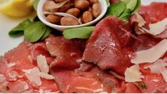 Carne Salada – Fast ein Nationalgericht im Trentino Meat, Food, National Dish, Beef, Berries, Easy Meals, Food Food, Food Recipes, Meal