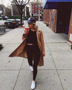 Yankees hat, white sneakers, camel coat and crop top! // instagram @the_duodiaries