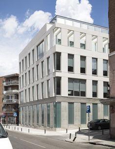 Edificio de Uso Terciario – Alberich-Rodríguez Arquitectos / Francisco Domouso