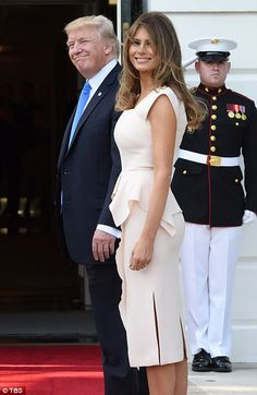 The First Lady joined her husband in welcoming South Korean President Moon Jae-in and his wife to Washington DC. Donald And Melania Trump, First Lady Melania Trump, Donald Trump, Milania Trump Style, Melina Trump, American First Ladies, Classy Outfits, Sexy Dresses, Presidents