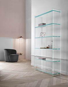 Libreria composta da sei ripiani di spessore 15 mm e chiusa ai lati, utilizzabile sia a parete che freestanding. Pensata per la zona living o per spazi lavorativi.