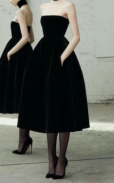 Arlett - Velvet collar dress by ALEX PERRY for pre-order on Moda Operandi . - Arlett – Velvet collar dress by ALEX PERRY for pre-order on Moda Operandi - Pretty Dresses, Beautiful Dresses, Strapless Dress Formal, Formal Dresses, Wedding Dresses, Wedding Skirt, Wedding Shoes, Black Evening Dresses, Evening Outfits