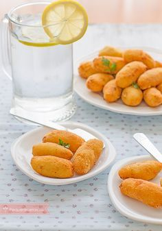 croquetas pollo A Food, Good Food, Food And Drink, Yummy Food, Baby Food Recipes, Chicken Recipes, Cooking Recipes, Birthday Party Meals, Puerto Rican Recipes