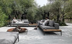 Option for back veranda Customise your own unique outdoor space by combining with coordinating Gloster lounge furniture to complete the look in style. Outdoor Seating, Outdoor Rooms, Outdoor Gardens, Outdoor Decor, Lounge Seating, Outdoor Ideas, Modern Gardens, Sofa Area Externa, Outdoor Furniture Sofa