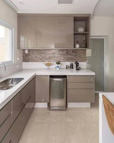 Small Kitchen Remodel Ideas to Make the Most of Your Space - Easy DIY Guide Kitchen Room Design, Kitchen Cabinet Design, Kitchen Sets, Home Decor Kitchen, Interior Design Kitchen, Kitchen Furniture, Luxury Kitchen Design, Kitchen Modular, Modern Kitchen Cabinets
