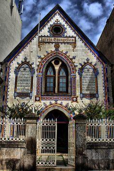 EVANGELIC CHURCH. PORTO, PORTUGAL ..photo by MARÍA VICTORIA GUERRERO... toyaguerrero
