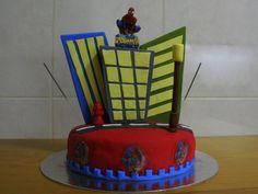 """Cake Design By Serras - """"Spiderman Cake """"  Massa de Bolo Chocolate Recheio de Ganache Esponjoso de Mousse de Chocolate Recheio de Caramelo"""