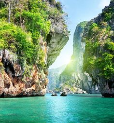 What to Visit on your Thailand Honeymoon - The fun and excitement of a Thailand Honeymoon is exploring the vastly different culture and country. While it's impossible to see all the exciting features in Thailand, here are some of the top visited and top rated sites and attractions that you should consider for your Thailand...