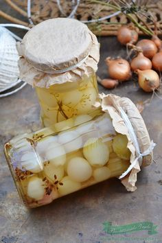 Ceapa Murata in Otet - Bucataresele Vesele Chutney, Canning Pickles, Romanian Food, Preserves, Diy And Crafts, Deserts, Good Food, Dairy, Food And Drink