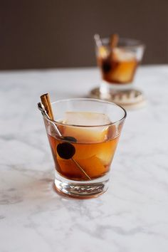 A whiskey cocktail is just as amazing as it's neat counterpart. We've rounded up our favorite whiskey cocktails that are perfect for sipping! Whisky Cocktail, Cocktail Drinks, Fun Drinks, Yummy Drinks, Cocktail Recipes, Alcoholic Drinks, Beverages, Pool Drinks, Cocktail Videos