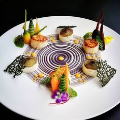 Gourmet Food Plating, Food Plating Techniques, Michelin Star Food, Plate Presentation, Food Trays, Teller, Edible Art, Cute Food, Creative Food