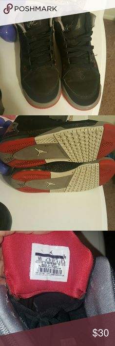 Jordan flights Black and red jordan flight shoes, in size 5 in guys, woman can wear them also. Worn a couple of times in good condition. Jordan Shoes Athletic Shoes