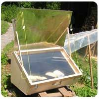 Make your own solar cooker! Find solar ovens and solar cookers plans here, and more information on Solar Cooking Atlas. Solaire Diy, Materiel Camping, Solar Cooker, Solar Oven, Permaculture, Earthship, Alternative Energy, Hacks Diy, Build Your Own