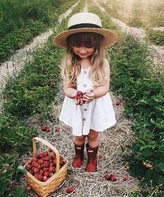Darling boy, you flashed that sweet smile and stole my heart! Strawberry Farm, Strawberry Picking, Strawberry Patch, Strawberry Fields, Little Girl Photos, Little Tykes, Themes Photo, Photo Ideas, Girl Photo Shoots