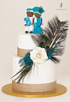 Be inspired by these creative and unique wedding cake toppers! 34 out-of-the-box ideas for your wedding cake topper Types Of Wedding Cakes, Heart Wedding Cakes, Wedding Donuts, Creative Wedding Cakes, Square Wedding Cakes, Wedding Cakes With Flowers, Wedding Things, Unique Cake Toppers, Love Cake Topper