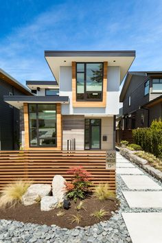 Midori Uchi is a residential project completed jointly by Naikoon Contracting & Kerschbaumer Design. It is located in North Vancouver, Canada