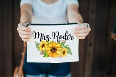 Amazing Wedding Makeup Tips – Makeup Design Ideas Fall Wedding Makeup, Natural Wedding Makeup, Fall Makeup, Bridesmaid Proposal, Bridesmaids, Bridesmaid Ideas, Sunflower Wedding Decorations, Flower Makeup, Braut Make-up